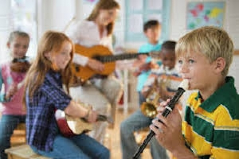 Professora de Musicalização Infantil Jockey Club - Aula Musicalização Infantil