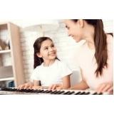 aula de teclado para crianças