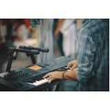 onde fazer aula de teclado para iniciantes Lapa