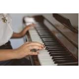 preço de aula de piano para iniciantes Chora Menino